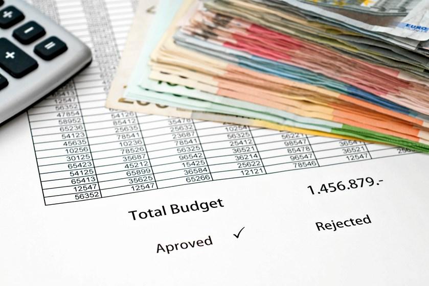Læg et budget for året, eller revurdér det, du allerede har, så du slipper for uforudsete udgifter og røde tal på kontoen i 2018.