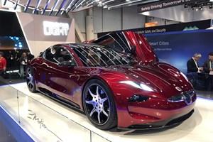 Bildesigneren Henrik Fisker har præsenteret en ny sportsvogn, der er 100 procent eldrevet
