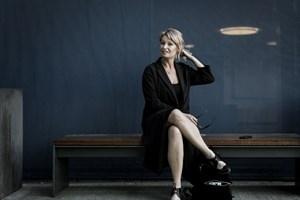Camilla Jane Lea lever af sin viden om musik, men i fritiden er det boligannoncer og serier, hun dyrker.