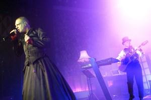 """Erasure, der optræder i Royal Arena i starten af foråret, har givet pladen """"World Be Gone"""" et twist."""