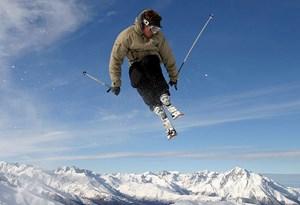Det kan for en erfaren skiløber måske lyde banalt, men det er grundreglerne, der sørger for, at man er mest sikker, når man står på ski.