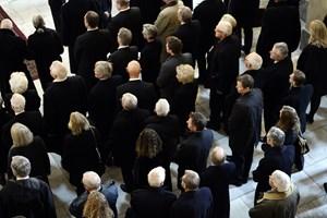 Særligt indbudte havde mandag muligheden for at tage afsked med prins Henrik i Christiansborg Slotskirke.