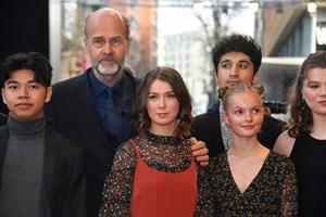 En ny film om tragedien på Utøya får ros i både internationale og norske medier. Men utilfredshed lurer også.