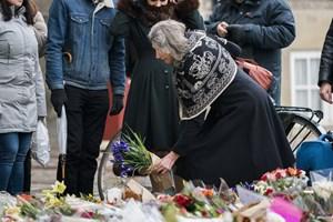 Onsdag vil prinsens blomsterhav blive flyttet til monumenter, der ærer dræbte soldater.