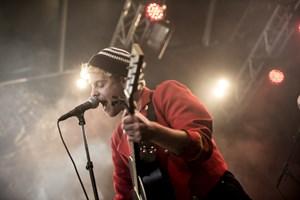 Tivoli har annonceret sit musikprogram for Lillefredag. Plakaten tæller blandt andre Hjalmar, Skinz og Aura.