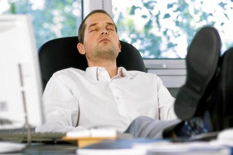 Hvis du sover dårligt om natten og er konstant træt om dagen, kan det være, du skal undersøges for søvnapnø.