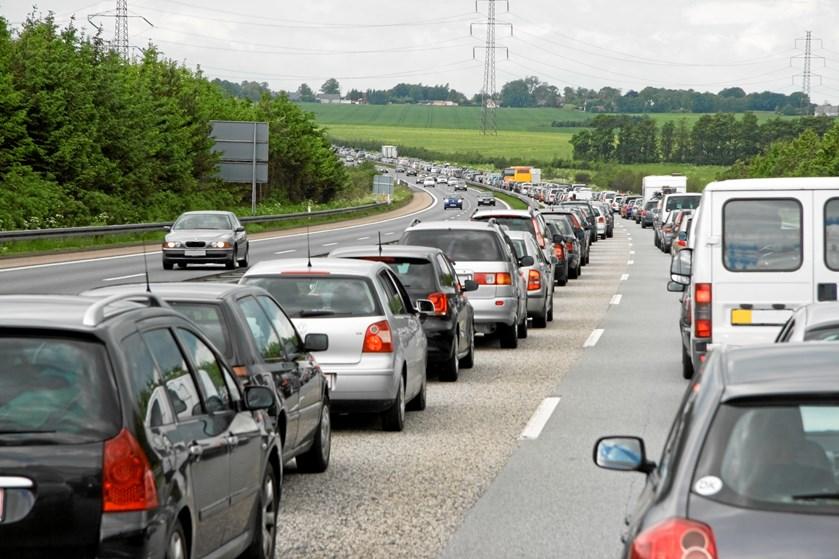 Ingen kom noget til, da en ældre mand tirsdag forvildede sig ud på en trafikeret vej på cykel.