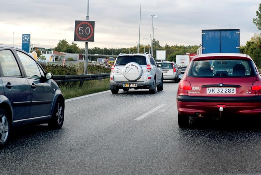Torsdag morgen skal bilister på Hillerødmotorvejen og Rute 19 Midtjyske Motorvej forvente kødannelse og længere rejsetid.