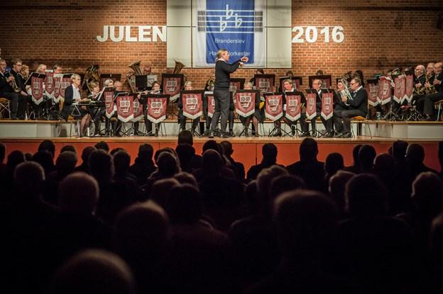 røg dansere runde dans tæt på Aalborg