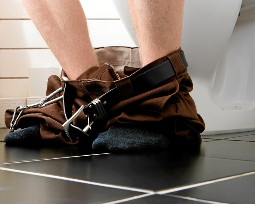 Når din mand tager iPad 'en med på toilettet, så ved du godt, hvad klokken er slået. Men hvorfor er det, mænd sidder derinde i hundrede år?