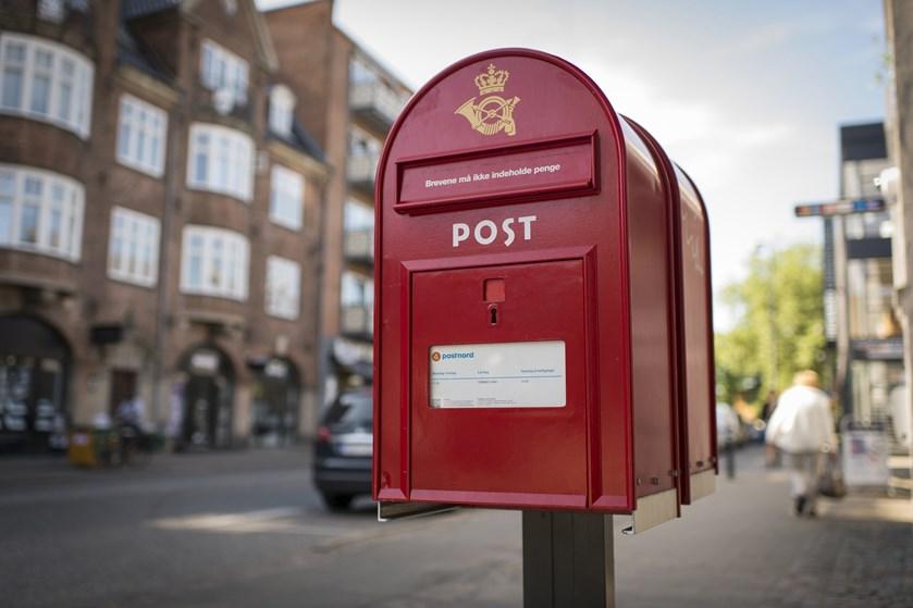 Skal det danske postvæsen overleve, må politikerne på banen og træffe hårde beslutninger, siger professor.