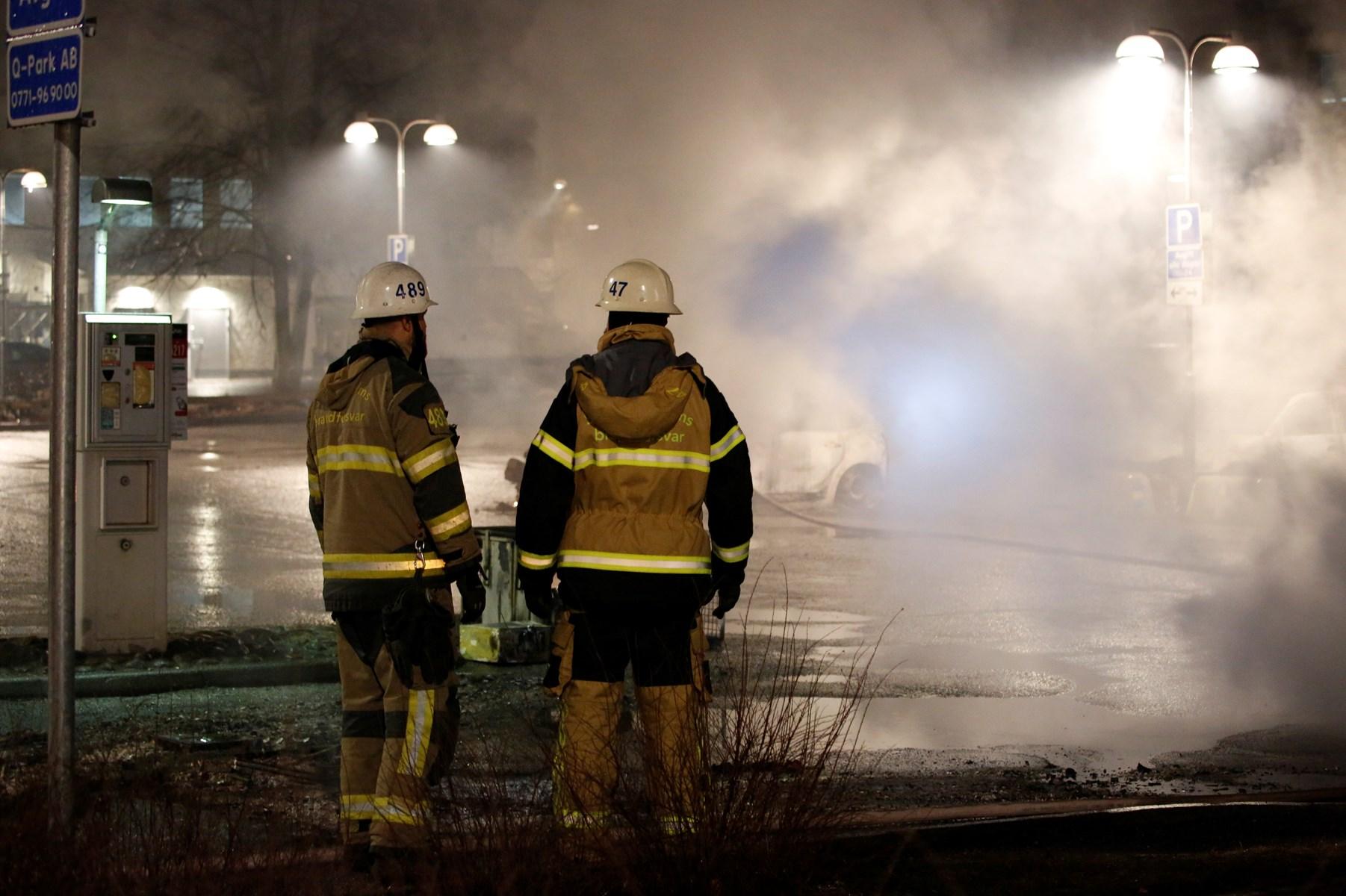 svensk politi skød direkte mod stenkastere