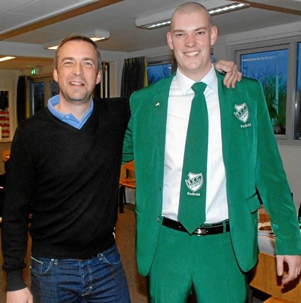 Allan Henriksen (th.) er nomineret for sit store arbejde som         fodboldformand i RKG Klarup. Privatfoto
