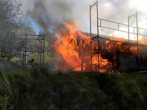Brand ødelagde bjælkehytte til spejdere