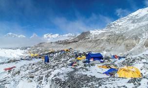 Fire omkommet på Mount Everest