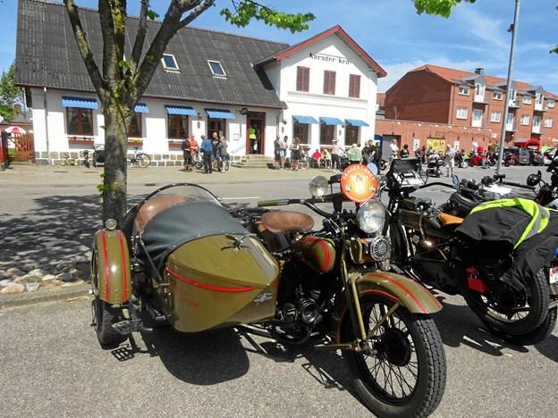 Populær parade med 185 motorcykler