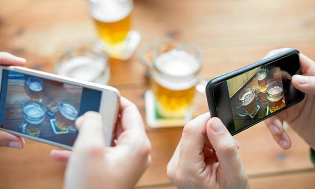 Fest uden Facebook: Læg mobilen i garderoben