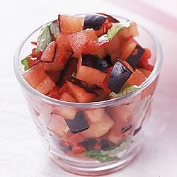"""Salsa betyder egentlig sauce, men bruges også om tilbehør, der består af få, småtskårne og som oftest rå ingredienser. Appetit.dk har i anledning af efterårets komme kreeret en """"sensommersalsa"""" med blommer, der er både sød og hot i smagen."""