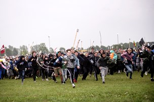 Fotos: Tusinder har taget hul på festen i Roskilde