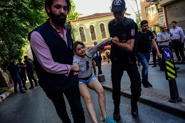 Tyrkisk politi løslader dansk kvinde i Istanbul