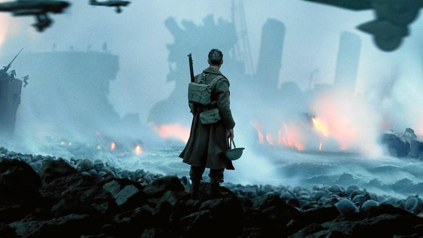 """Torsdag aften kastede prins Harry glans over verdenspremieren på """"Dunkirk"""", hvor han blandt andre hilste på sangeren Harry Styles, som har en rolle i filmen."""