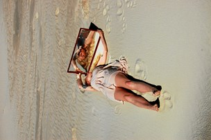 Bruger strand og lys i sine kunstværker