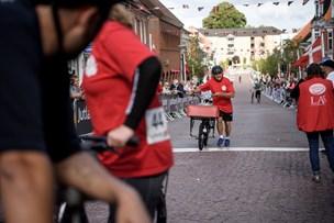 Valgkamp cyklet i gang på brosten i Aars