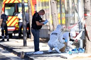 Bil påkører folk ved busstoppesteder i Marseille - en dræbt