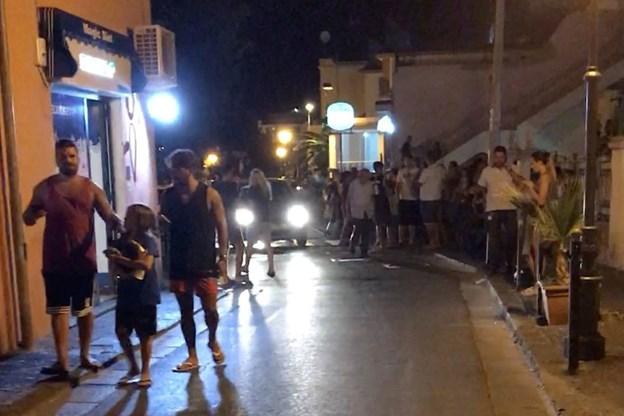 En er død og syv savnes efter jordskælv på italiensk ø