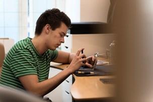 Guide: Undgå snyd, når du får skiftet din smadrede mobilskærm