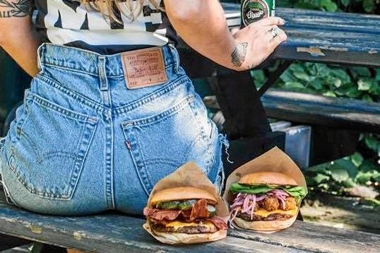 Skal en burger sælges på en sexet bagdel?