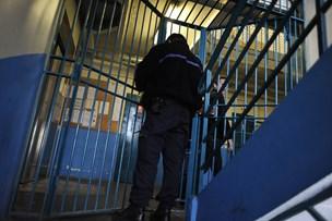 Fængselsleder anklages for vold mod indsat