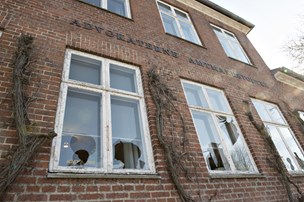 64-årig tog til Danmark for at smadre ruder