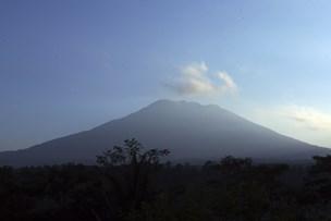 Vulkan på Bali rumler: 10.000 mennesker evakueret