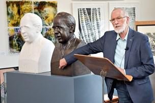 Nobelprisvinders buste af nobelprisvinder afsløret