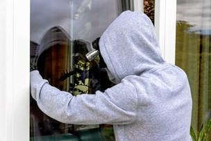 Ferieindbrud: Designerstole og lampe stjålet