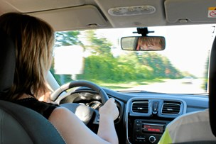 Kørelærere efterlyser mere kontrol med 17-årige
