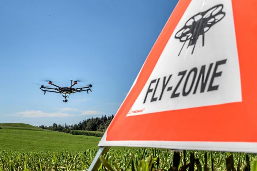 Flere danskere vil gøre karriere som dronepiloter, viser tal fra Trafikstyrelsen. 3000 har fået tilladelse til at flyve med droner i kommercielt øjemed.