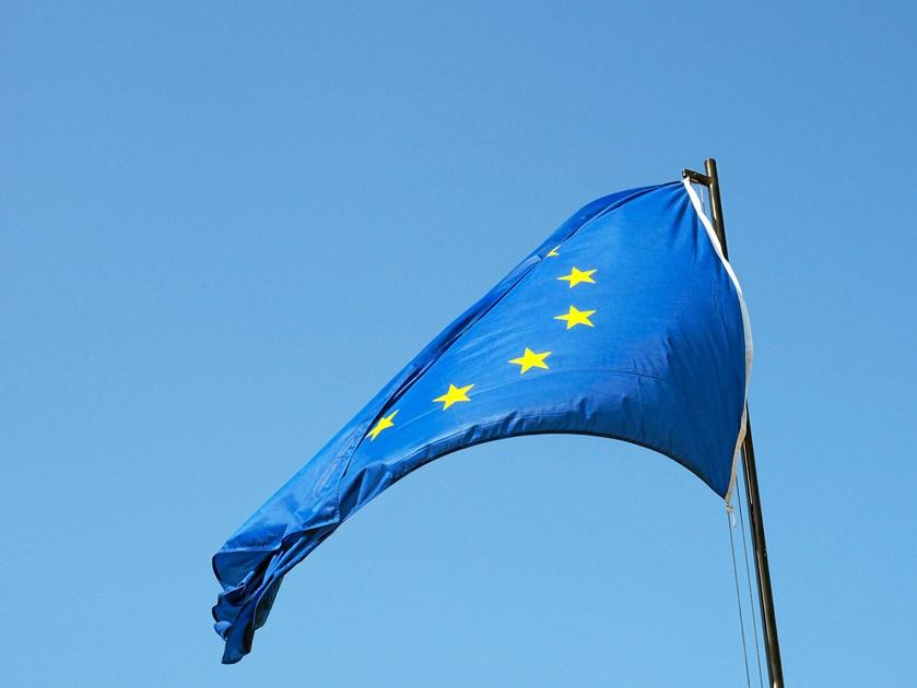 Grænsen for nye bilers CO2-udledning bør sænkes med 30 procent i 2030 ifølge nyt forslag fra EU-Kommissionen.