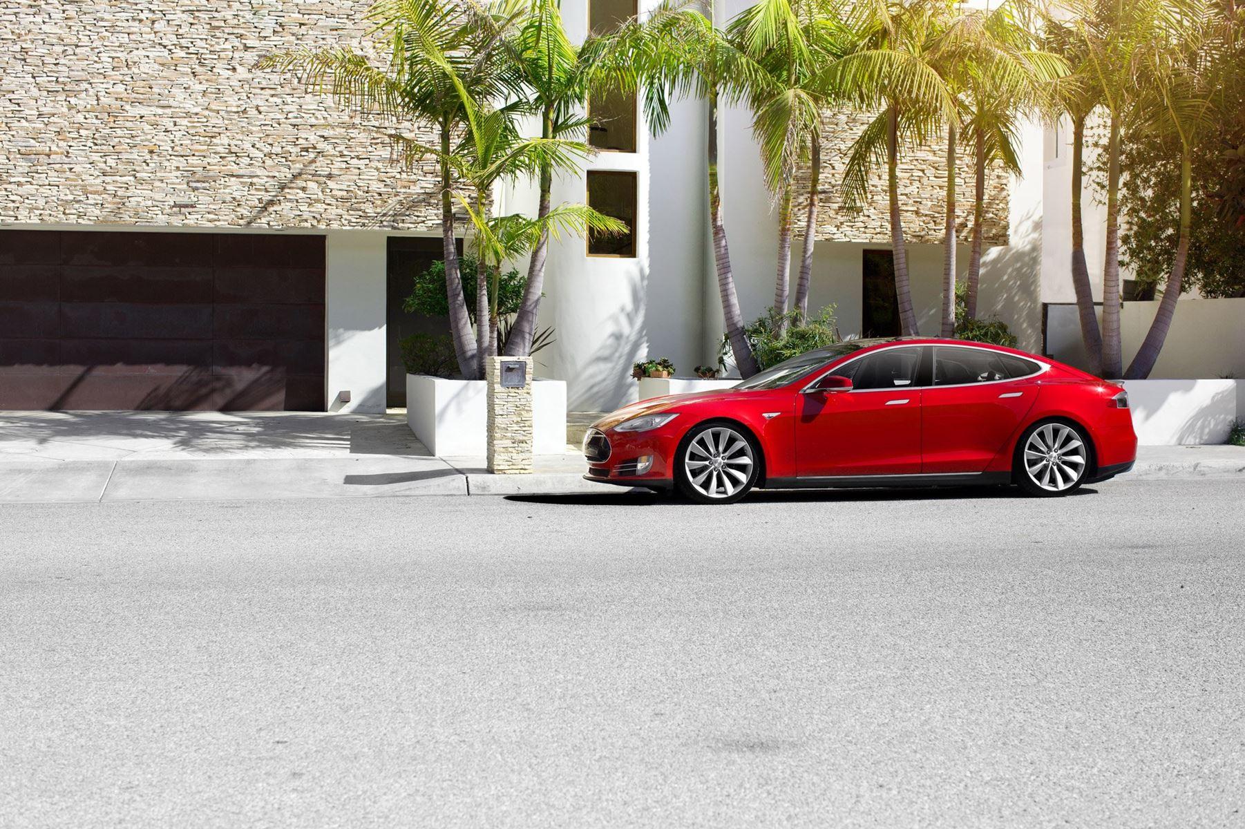 Den i finansverdenen kendte investor Jim Chanos har investeret i, at Tesla-aktien falder og tror på konkurs.