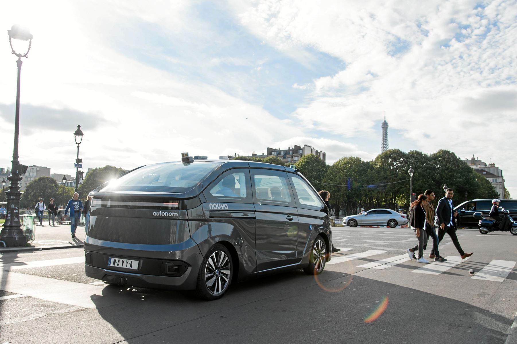 Franske Navya klar til at vise en eldrevet, selvkørende sekspersoners bil