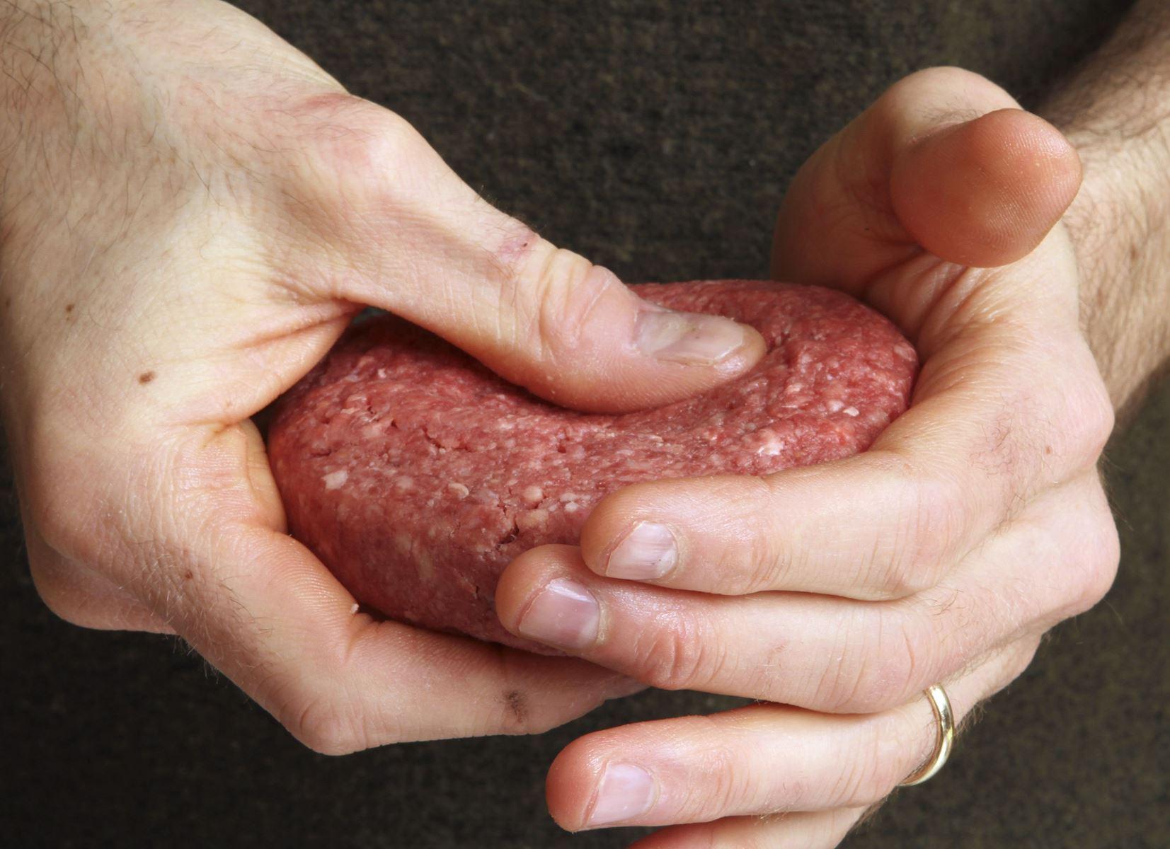 Fødevarestyrelsen oplyser, at Skare Øst trækker et parti af kød tilbage, da der er fundet salmonella.