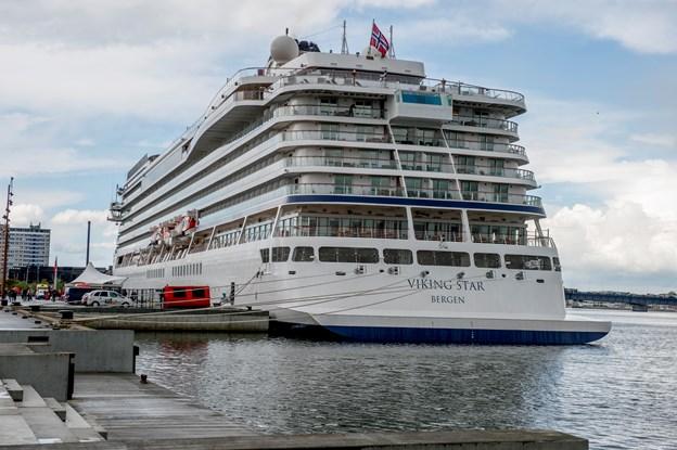 Det gode skib Viking Star fylder ganske godt ved kajen i Aalborg Havn, og det kan i øvrigt også opleves i Aalborg i den kommende krydstogtsæson. Arkivfoto: Laura Guldhammer