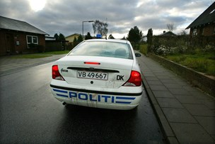 Politiet efterlyser flugtbilist