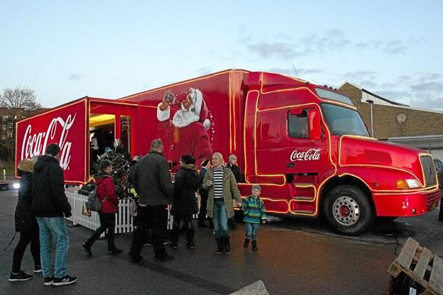 Medarbejderne i cola-bilen regner med mellem 1500 og 3500 besøgende pr. stop.