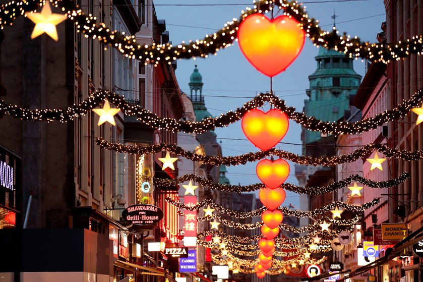 Københavnerne bruger 1500 kroner mere til jul end midtjyderne. Høje boligpriser giver større julegaver