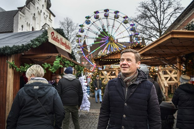 Thomas Kastrup-Larsen elsker at bruge byen. Her ses han på julemarkedet på gammeltorv.