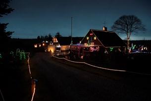 Pensionisten skruer ned for julelyset