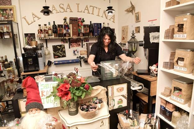 Hvis man er på udkig efter en gave, er Ilma Sanchez Mogensen klar med råd og vejledning i specialforretningen på Kastetvej 35.