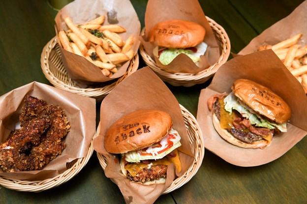 Man kan få tre forskellige burgere på The Burger Shack - oksekød, kylling eller vegetar.